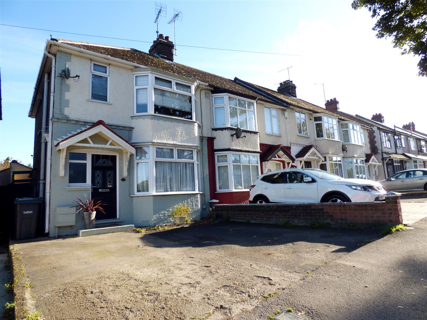 3 Bedrooms End Of Terrace House for sale in Poynters Road, Luton